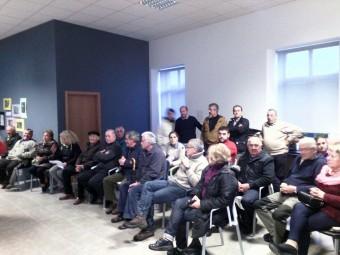 Los Vecinos de Coya se reúnen en junta para hablar del Canon de Saneamiento.