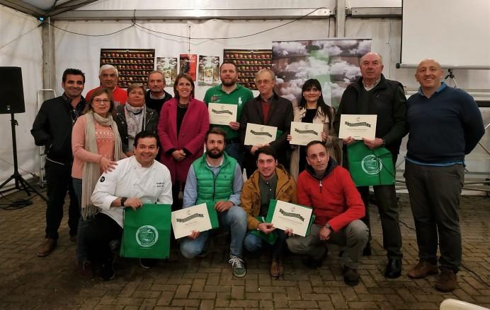 Colunga entrega las acreditaciones a sus embajadores sidreros