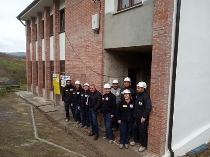 Avanzan las obras en la antigua escuela de La Roza de Parres