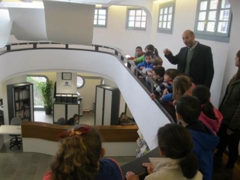 Alumnos del colegio p blico pe a t de llanes visitaron for Oficina turismo llanes