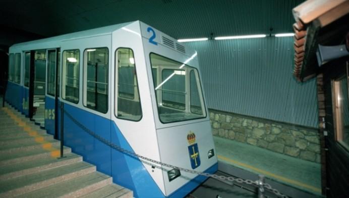 Una avería eléctrica obliga a interrumpir durante unas horas el servicio del funicular de Bulnes