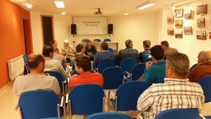 Reunión de ganaderos de la Junta del Sueve con diputada y concejala de IU