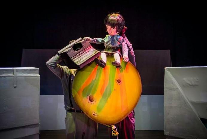 Los personajes de los poemas de Gloria Fuertes, en La luna es un globo en el Teatro de la Laboral