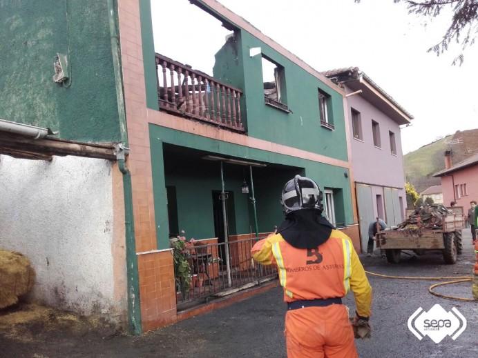 Arde una vivienda en la localidad piloñesa de Capareda.