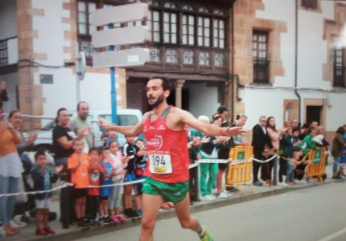 Pelayo Fernández y Ana Junquera ganan la XVII Carrera del Jurásico