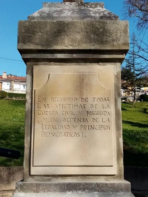 Eliminadas antiguas inscripciones del Crucero de la Luneta de Lastres