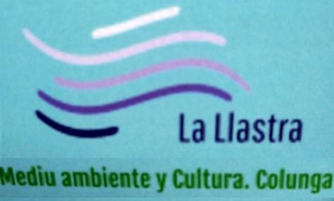 La Asociación La Llastra organiza una sextaferia para recoger basura en la playa de La Griega