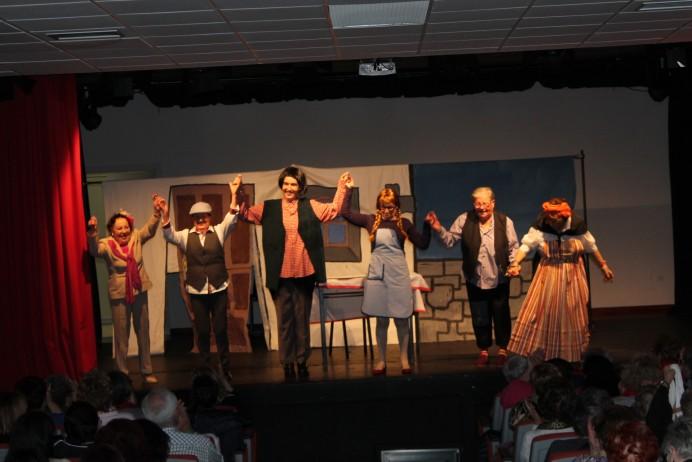El grupo de teatro Lastres Luces triunfa en Gijón