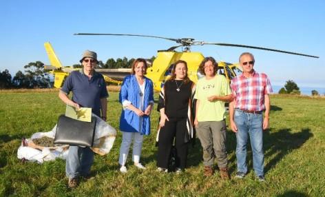 El equipo científico del MUJA recupera bloque huellas pterosaurios en Villar con ayuda helicóptero SEPA