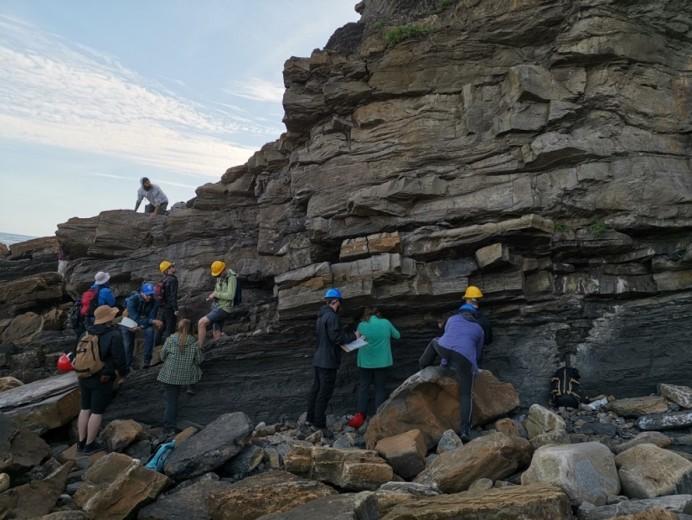 Estudiantes de la Universidad de Oviedo y de la Universidad de Saskatchewan de Canadá participa en un curso de Geología en el MUJA