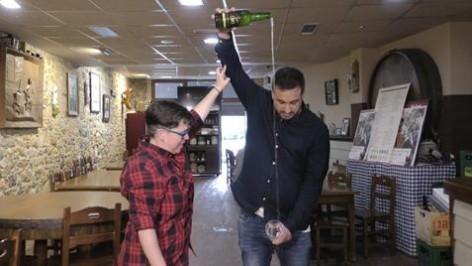 TPA estrena'l programa Mundu Sidreru, dedicáu a labebida más asturiana