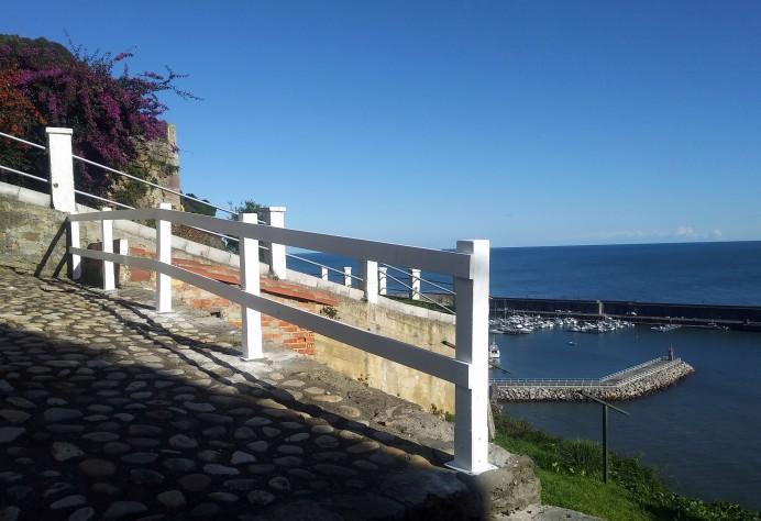 Instalada valla en la zona de La Nansa en Lastres