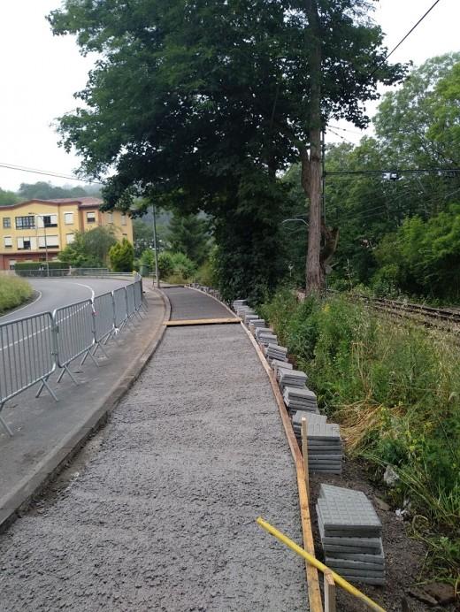 Renovada la acera en El Canalón