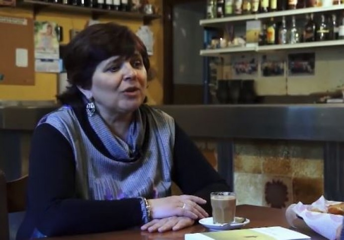 Pilar Arnaldo en los talleres de llectura n´asturianu