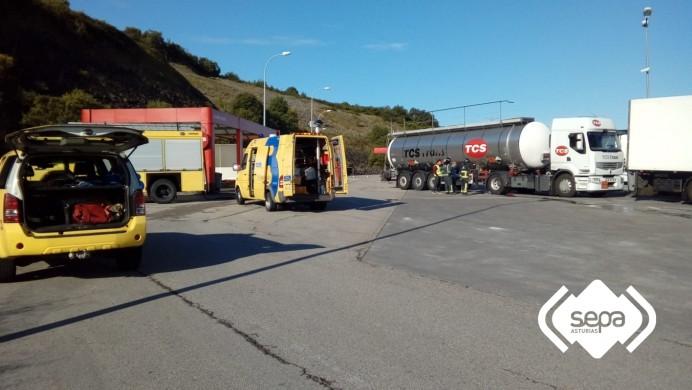 Activación de PLAMERPA en Colunga por fuga de ácido sulfúrico procedente de un camión cisterna