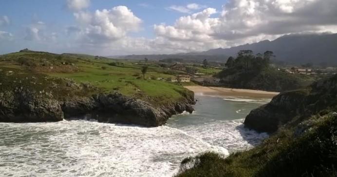 Ecologistas de Asturias: Aparece de nuevo contaminada la bonita playa de Poo en LLanes