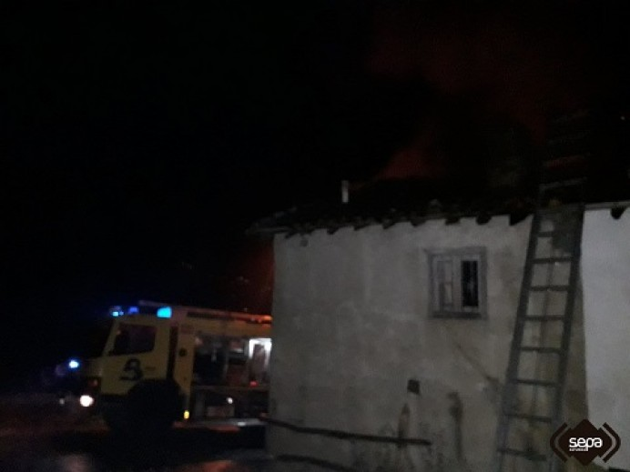 Arde una vivienda en Villar de Ujo, en Mieres