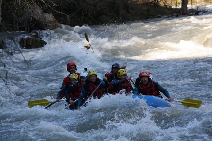 Disfruta de una jornada de rafting en el río Sella con Jaire Aventura