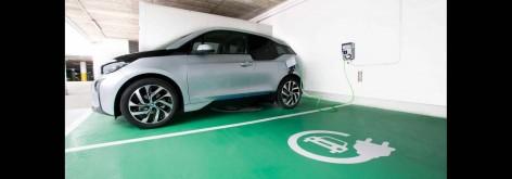 Entrega del primer coche 100% eléctrico en Villaviciosa