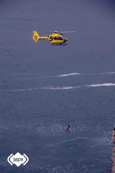 Rescatado sin vida en la mar de Llanes el cuerpo de un varón de unos 40 años