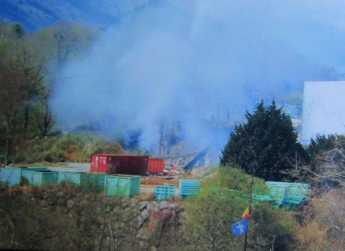 El Ayuntamiento de Ribadedeva permite que funcione la planta de residuos del Peral precintada en Vizcaya