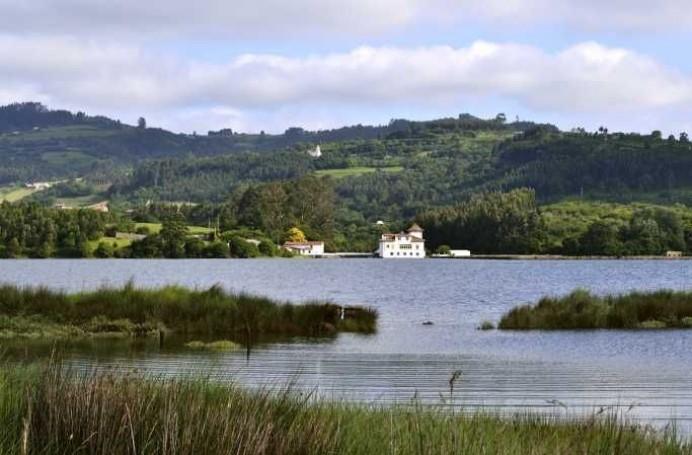 El Principado pone en marcha un proyecto piloto en la Ría de Villaviciosa para habilitar una alternativa que permita el marisqueo