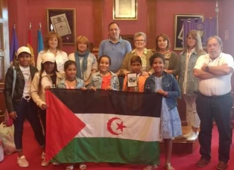 El Ayuntamiento de Villaviciosa colabora con el programa de Vacaciones en Paz de niños refugiados del Sahara