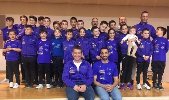 Walter Bouzán y los piragüistas del Club Piragüismo el Sella de Ribadesella, ofrecieron hoy a la Santina sus éxitos