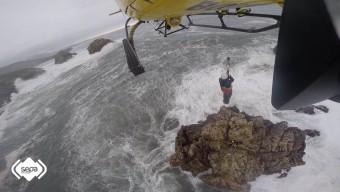 SEPA suspende hoy, 2 de enero de 2017, la búsqueda del varón arrastrado por una ola en la costa llanisca de Santiuste,