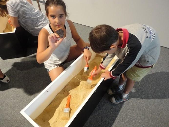 Prehistoria para peques en los talleres del Centro Tito Bustillo