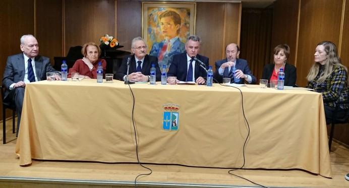 En el Salón Príncipe de Asturias del Centro Asturiano de Madrid tuvo lugar la entrega de la manzana de Oro a D. Antonio Trevín Lombán