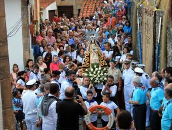 Llastres celebró su Día de Asturias procesionando a la Virgen del Buen Suceso