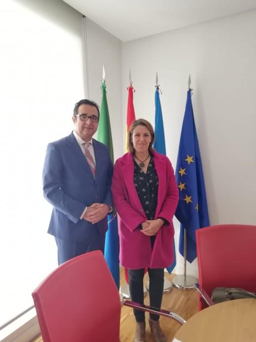 El director General de Comercio y Turismo se reunió en Colunga con la alcaldesa Sandra Cuesta